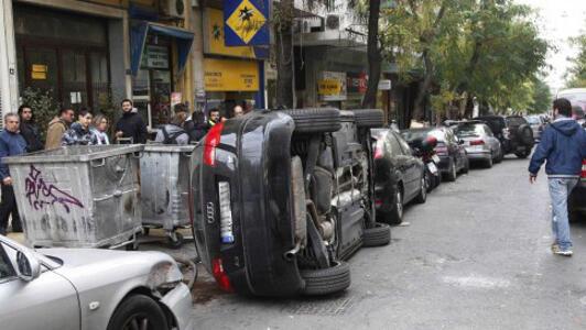 Atina'da hatalı park eden aracın cezası ağır oldu