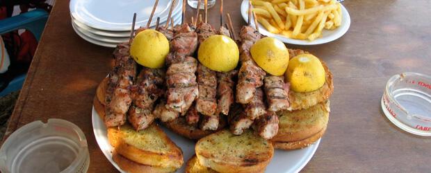 Yunan şiş kebabı Souvlaki (Suvlaki)