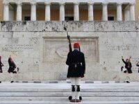 Sintagma Meydanı'nın Pazar Geleneği Efsun Asker Nöbet Değişimi