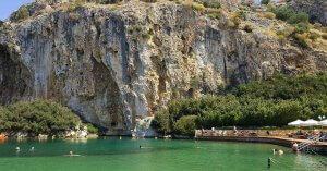 Doğal Çevre Koruma Ağında Olan Termal Suyu ile Ünlü Vouliagmeni Gölü